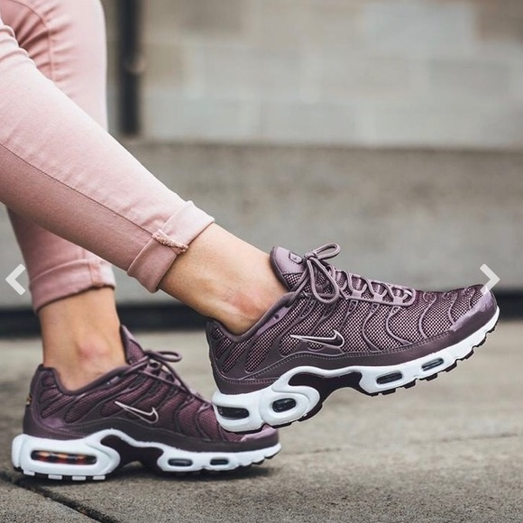 sneakers for cheap 74ef3 40eae Women's Air Max Plus Sz 6.5 Bordeaux!